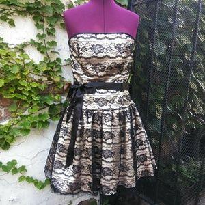 Jessica McClintock ivory & black lace dress